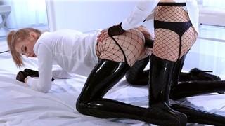 Горячий лесбийский секс двух соблазнительных красоток