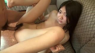Азиатская шлюшка счастлива заняться страстным сексом