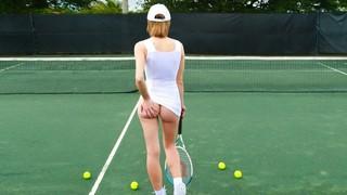 Шикарную теннисистку дерёт её неутомимый партнёр