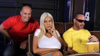 Блондинку с огромными дойками нагибают в кинотеатре