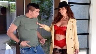 Дикий секс с шатенкой в красном белье и чёрной шляпе